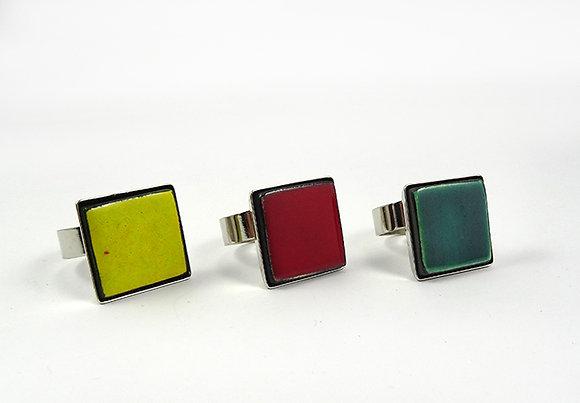 petite bague carrée colorée sur anneau argent pour homme femme