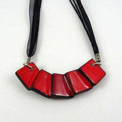 collier plastron rouge original losange carré amalgames