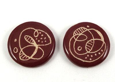 fèves galette des rois rond rouge graphisme original en céramique artisanale