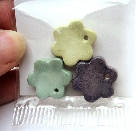 perles en forme de fleur pour enfants aux coleurs pastel