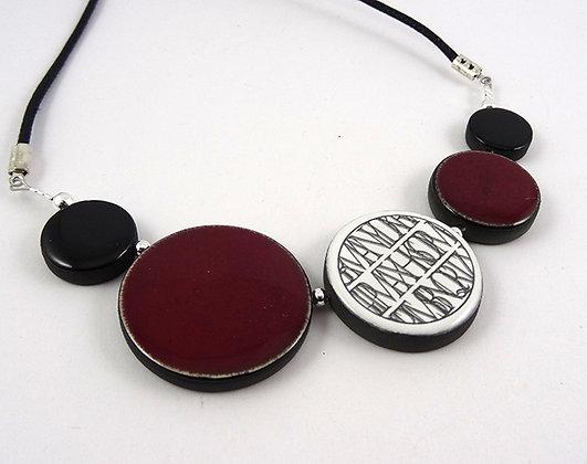 Collier en céramique rouge bordeaux pour femme motifs originaux
