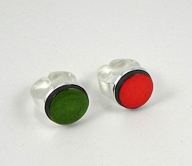 petites bagues colorées orange vert anneau argent réglable