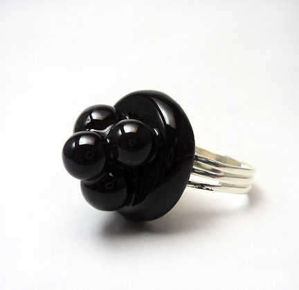 bague noire chic pour femme avec billes en relief en céramique