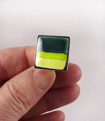 Bague en céramique carrée vert jaune bijou créateur pour femme