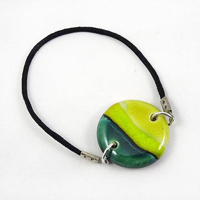 bracelet coloré vert jaune émeraude perle ronde plate élastique noir