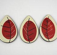 Sous plats en céramique forme petite feuille rouge