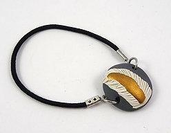 Bracelet rond gris blanc doré en céramique à élastique