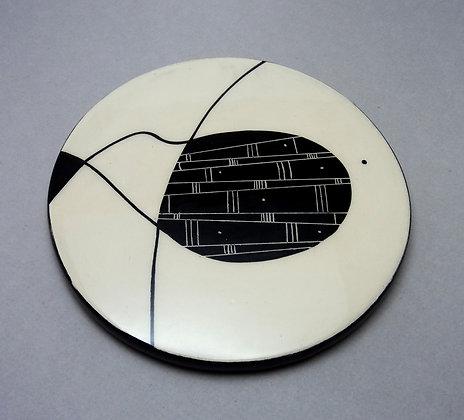 Pilipok   sous-plat,céramique,graphique,noir,blanc,contemporain,créatrice,lyon,rond,arts de la table