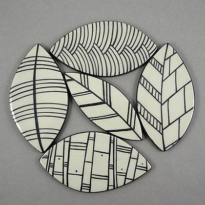 feuilles design noir et blanc carreaux céramique artisanale déco originale