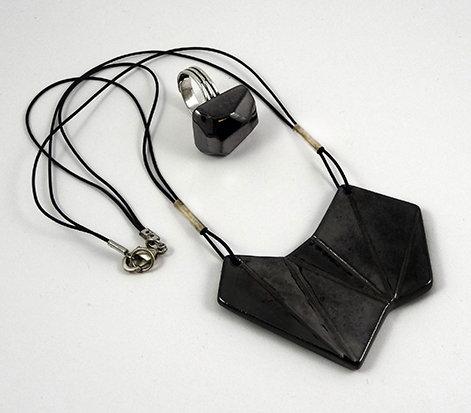 parure collier bague geometrique noir argente brillant en ceramique