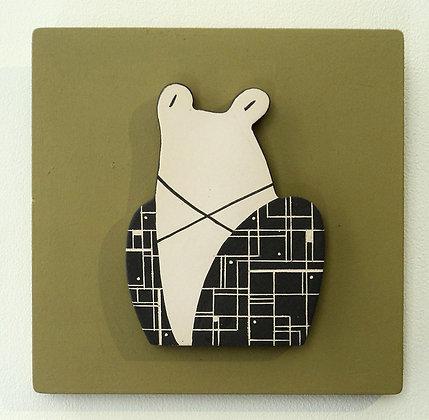 cadre déco vert avec grenouille en céramique en relief noir et blanc