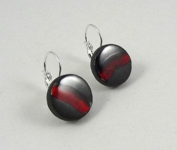 paire de petites boucles d'oreilles rondes rouge noir argent dormeuses bijou céramique