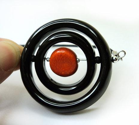 collier rond noir et orange anneaux articulés en céramique