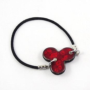 bracelet trefle rouge cordon noir élastique perle céramique
