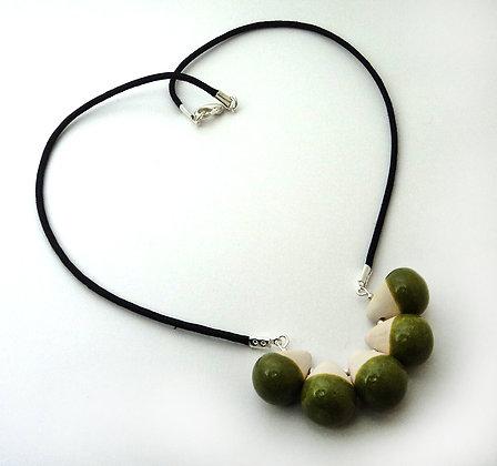 collier perles gouttes blanc et vert brillant en céramique