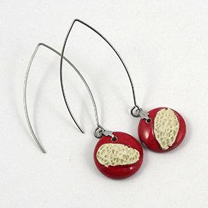 Boucles d'oreilles rouge blanc en céramique rondes style corail