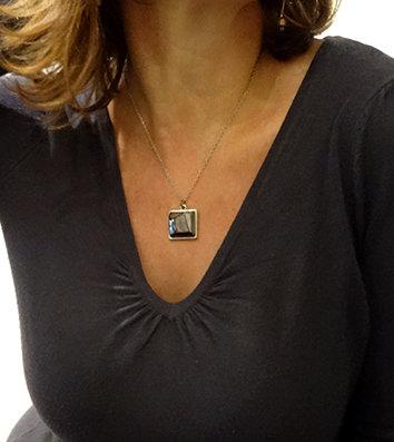 pendentif carré argent pierre facettes géométriques métal brillant