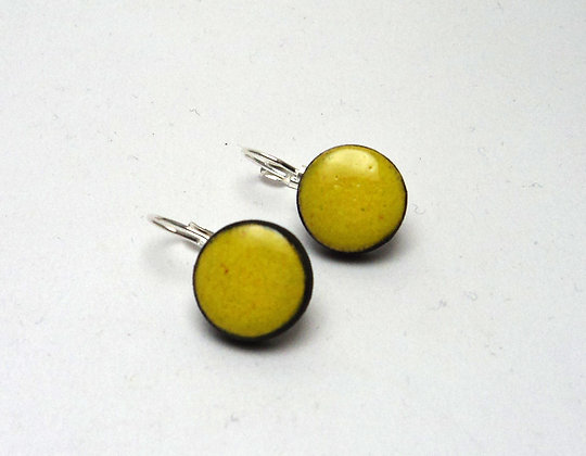 petite boucle d'oreille ronde jaune citron en dormeuse bijou en céramique