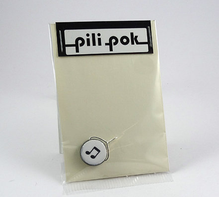 petit pendentif rond blanc motif musique en pochette cadeau