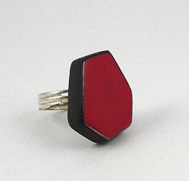 grosse bague rouge forme géométrique anneau argenté pierre céramique