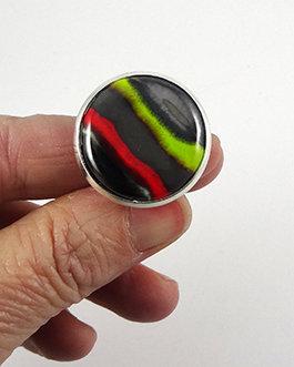 grosse bague créateur ronde rayures rouge vert argent noir céramique