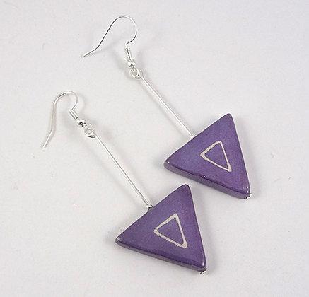 boucles d'oreilles longues triangles mauve pastel graphique géométrique