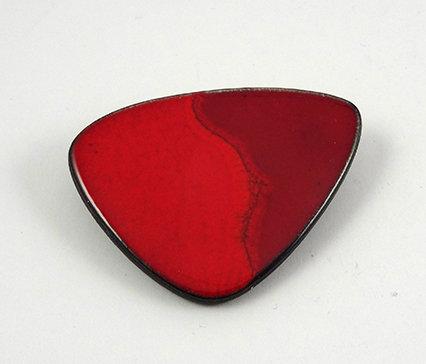 broche design céramique rouge forme vintage années 50 pour femme