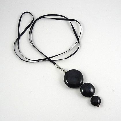 Sautoir chic noir avec 3 galets ronds en céramique long ou court