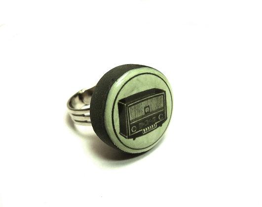 bague ronde avec dessin radio vintage années 40
