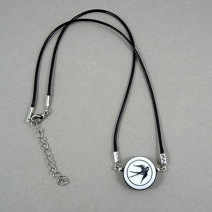 collier pendentif rond hirondelle noir blanc graphisme sur céramique