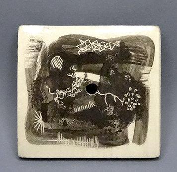 porte savon graphique en faïence artisanale design original gris noir blanc