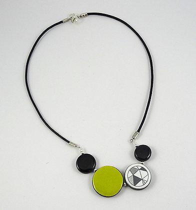 collier graphique et coloré jaune vert citron rond noir dessin origami