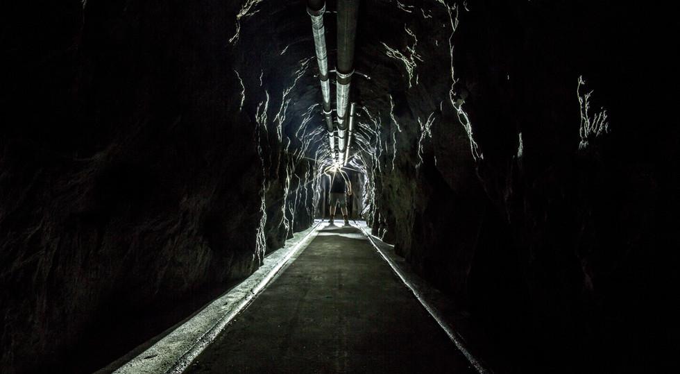 Unsere Abenteuertouren führen Sie mit Helm und Lampe in entlegene Sektoren der Festung, die normalerweise nicht zugänglich sind!