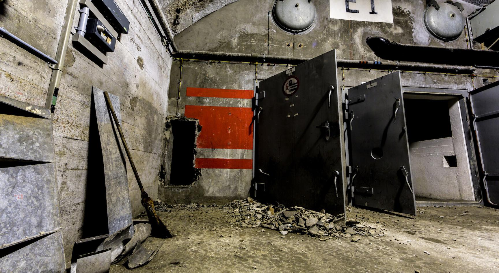 Migliaia di granate erano conservate nelle enormi caverne delle munizioni...