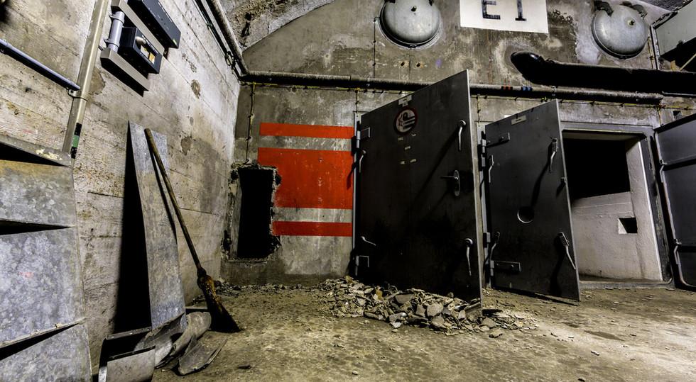 In den riesigen Munitions-Kavernen waren Tausende von Granaten eigelagert.