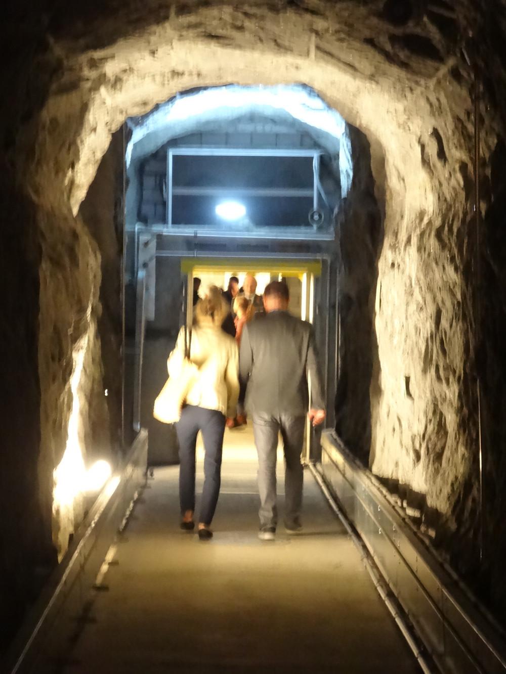Besucher in der Festung Sasso San Gottardo - Ausflugsziel Tessin