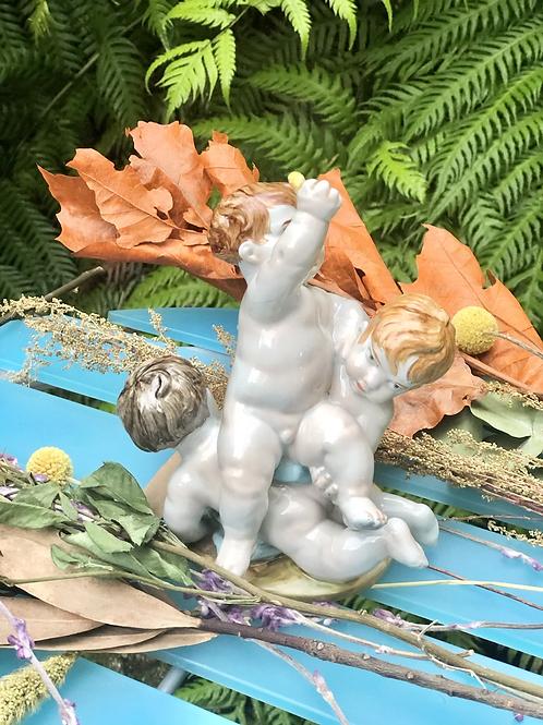 Figura de niños de porcelana de Algora,