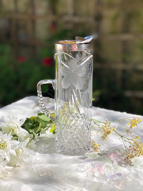 Jarra de cristal tallado con plata .