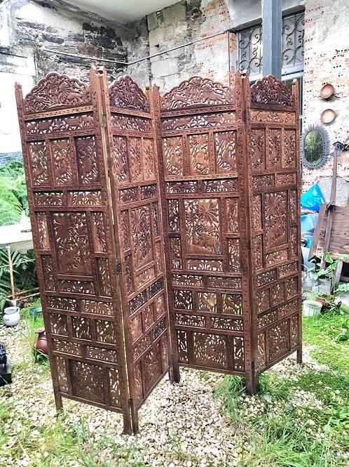 Biombo oriental tallado en madera .