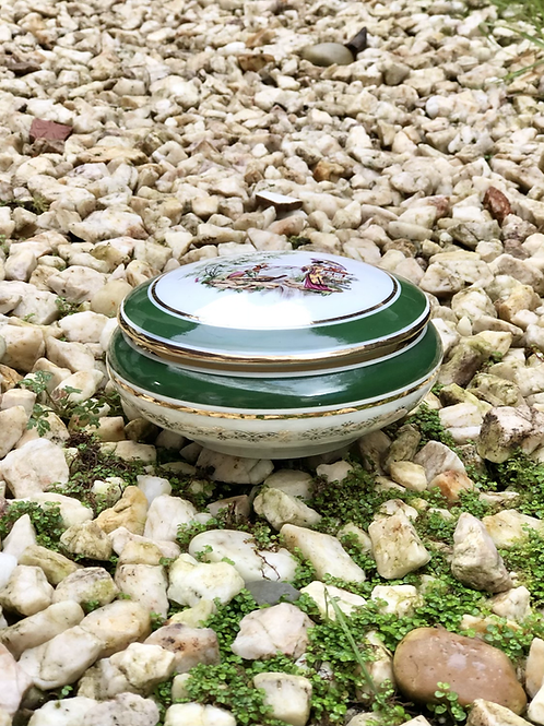 Caja de porcelana francesa.