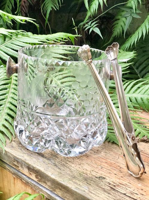Cubitera de cristal tallado y plata.