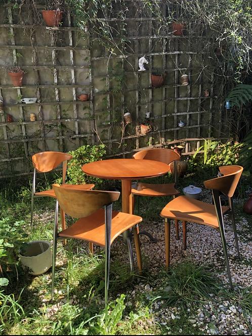 Juego mesa y 4 sillas estilo danés .