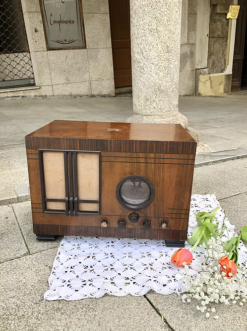 Radio R- 147. La Voz de su Amo.