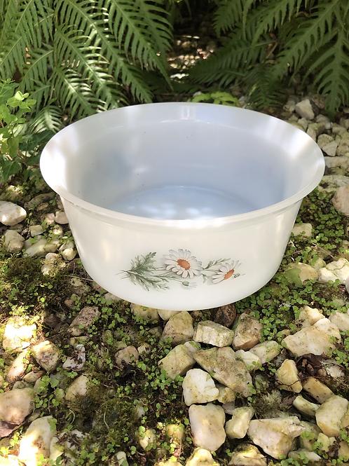 Bowl de arcopal con decoración de margaritas .