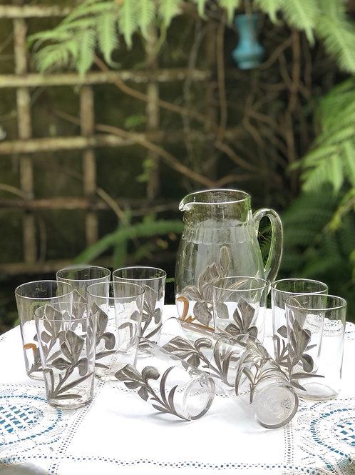 Juego jarra y 11 vasos Cristal y estaño.