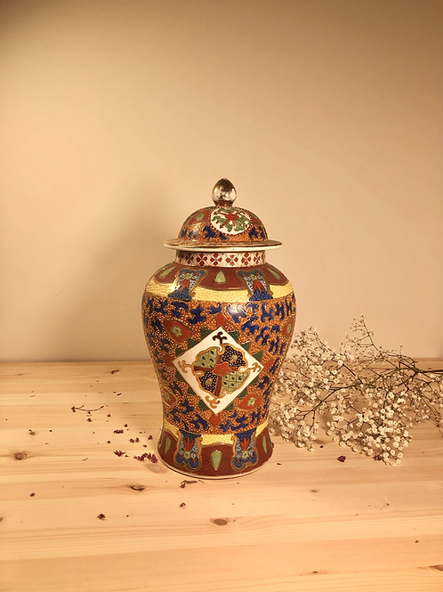 Tibor de porcelana china pintado a mano .