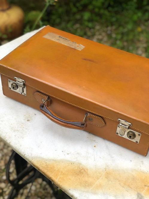 Antigua maleta de cuero