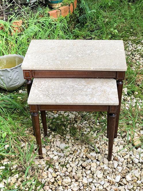 Mesas nido madera y mármol .