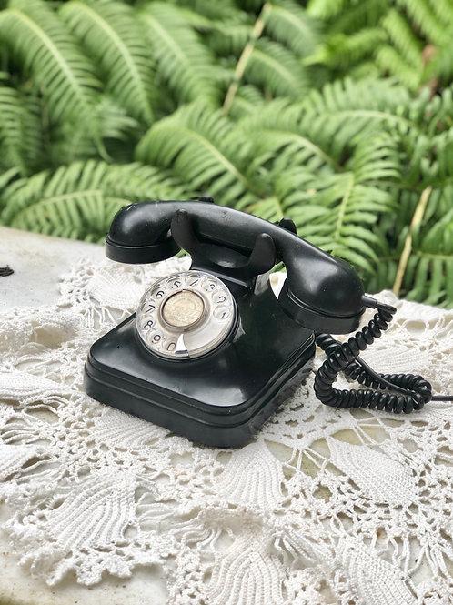 Teléfono baquelita color negro .