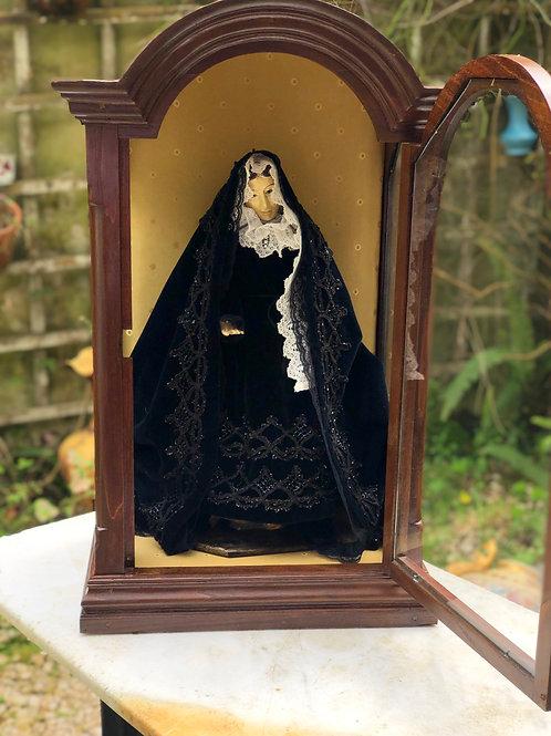 Antigua Capilla de Madera con Virgen Dolorosa de Vestir, S.XIX